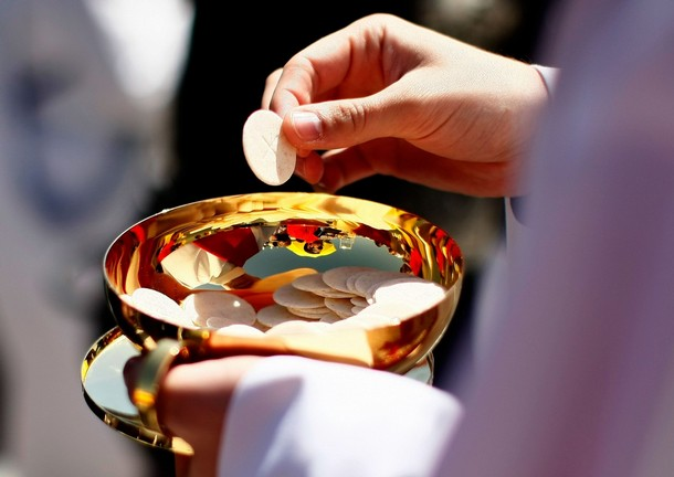 WASHINGTON - APRIL 17: A priest holds a Holy Communion wafer as Pope Benedict XVI celebrates Mass at Nationals Park April 17, 2008 in Washington, DC. Today is Pope Benedict XVI's third day of his visit to the United States. (Photo by Win McNamee/Getty Images)